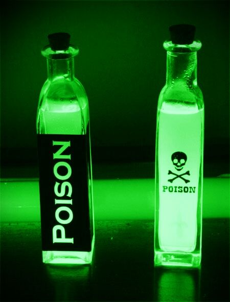 http://uupload.ir/files/0ved_6b6cf2a5d6e461245592d1bb27624cab--dark-girl-aesthetic-aesthetic-verde-neon.jpg