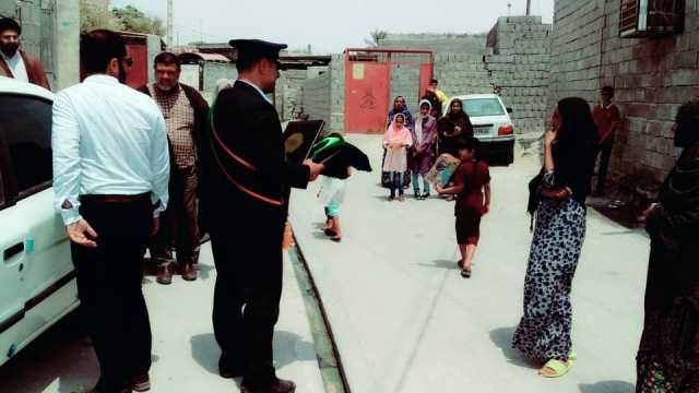 یتیمنوازی سفیران کریمه/شمیم عطر فاطمی در کلبه محقرانه «رضا» و «معصومه» پیچید