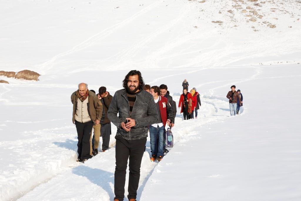 احمد محمود امپراطور با جمع شاعران جوان کشور در حال کوهنوردی