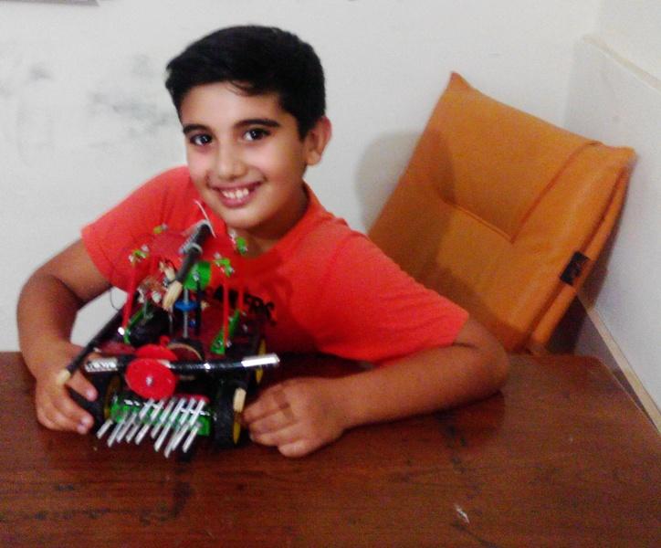 نفر اول رباتیک علی خانمحمدی