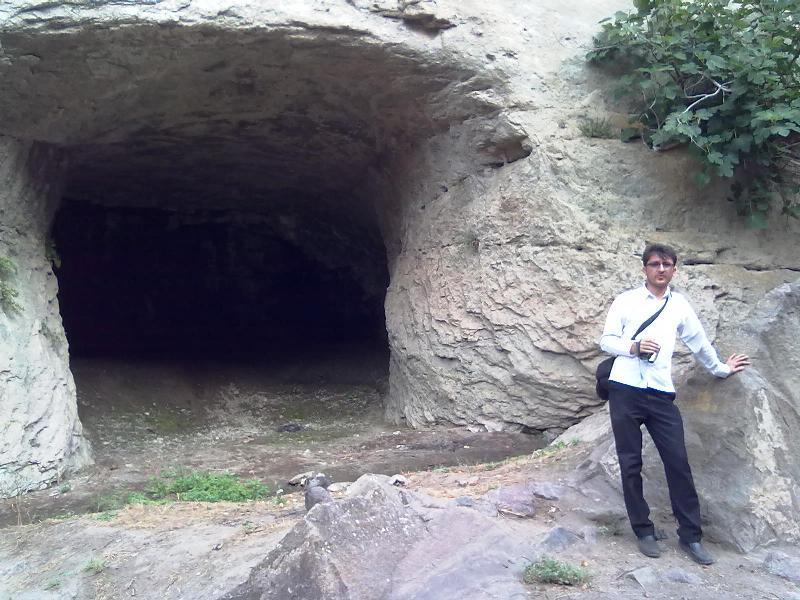 غار بزرگ روستای دمولا
