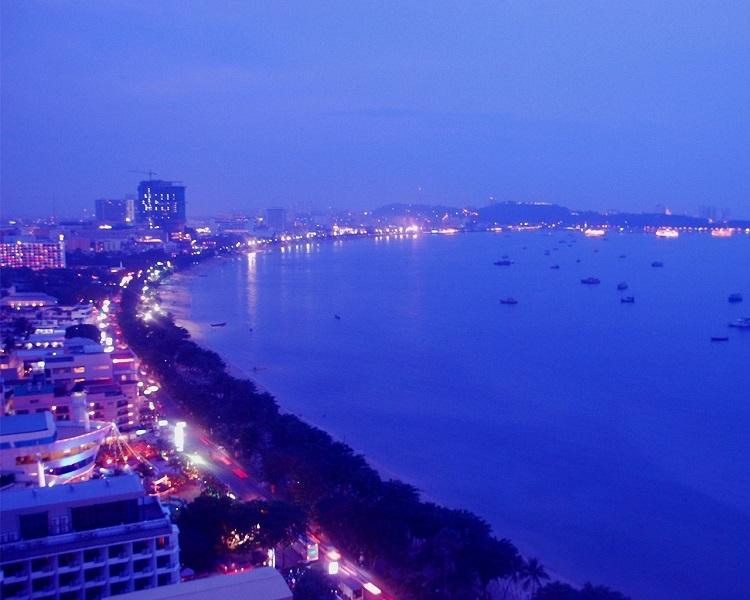 38ri_thailand-pattaya_at-night-wallpaper.jpg