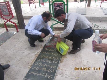 تجدید میثاق و غبارروبی گلزار شهید هادی فصیحی توسط اعضای ستاد یادواره در گلستان شهدای شاهین شهر