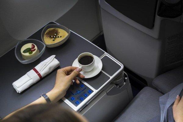 مهمترین کارهایی که در هواپیما نباید انجام دهید