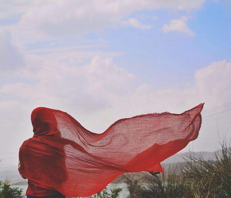 عکس دختر در باد