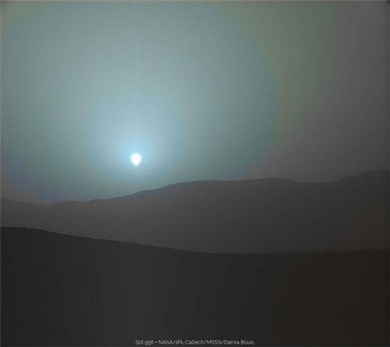 غروب آبی رنگ خورشید در مریخ