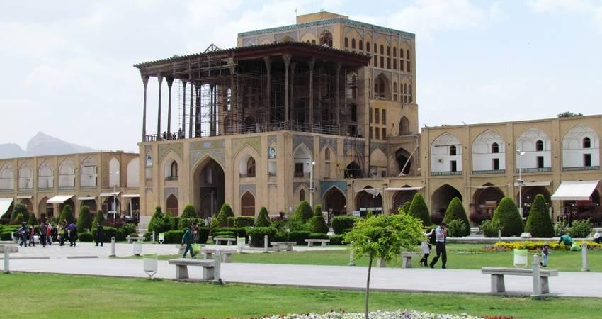 حکومتی در عرش؛ کاخ عالی قاپو اصفهان