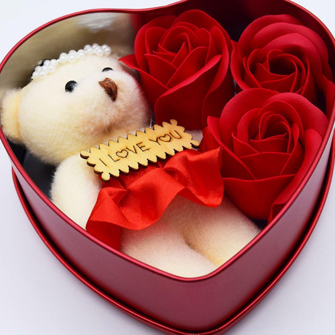 باکس کادوئی گل همراه خرس