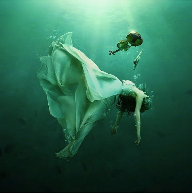 http://uupload.ir/files/95ye_drowning2.matalebeziba.ir.jpg