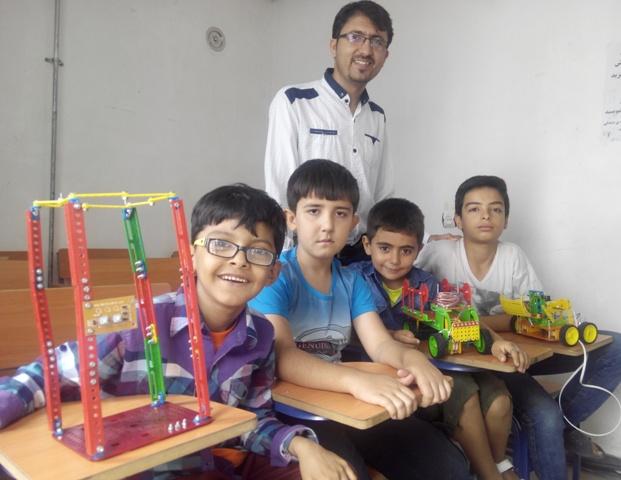 نابغه های پارس آباد در رباتیک دانش آموزی موسسه رزمندگان