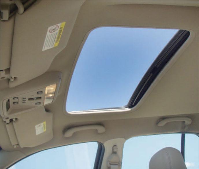 معرفی 7 مدل از سانروف ها :: Rain City Cars... اتاق کم می کنن چون نیاز به سقف کلفتری دارن. در قدیم این نوع سانروف ها  فلزی بودن و همرنگ بدنه رنگ می شدن ولی امروزه از صفحات شیشه ای ساخته می شن.
