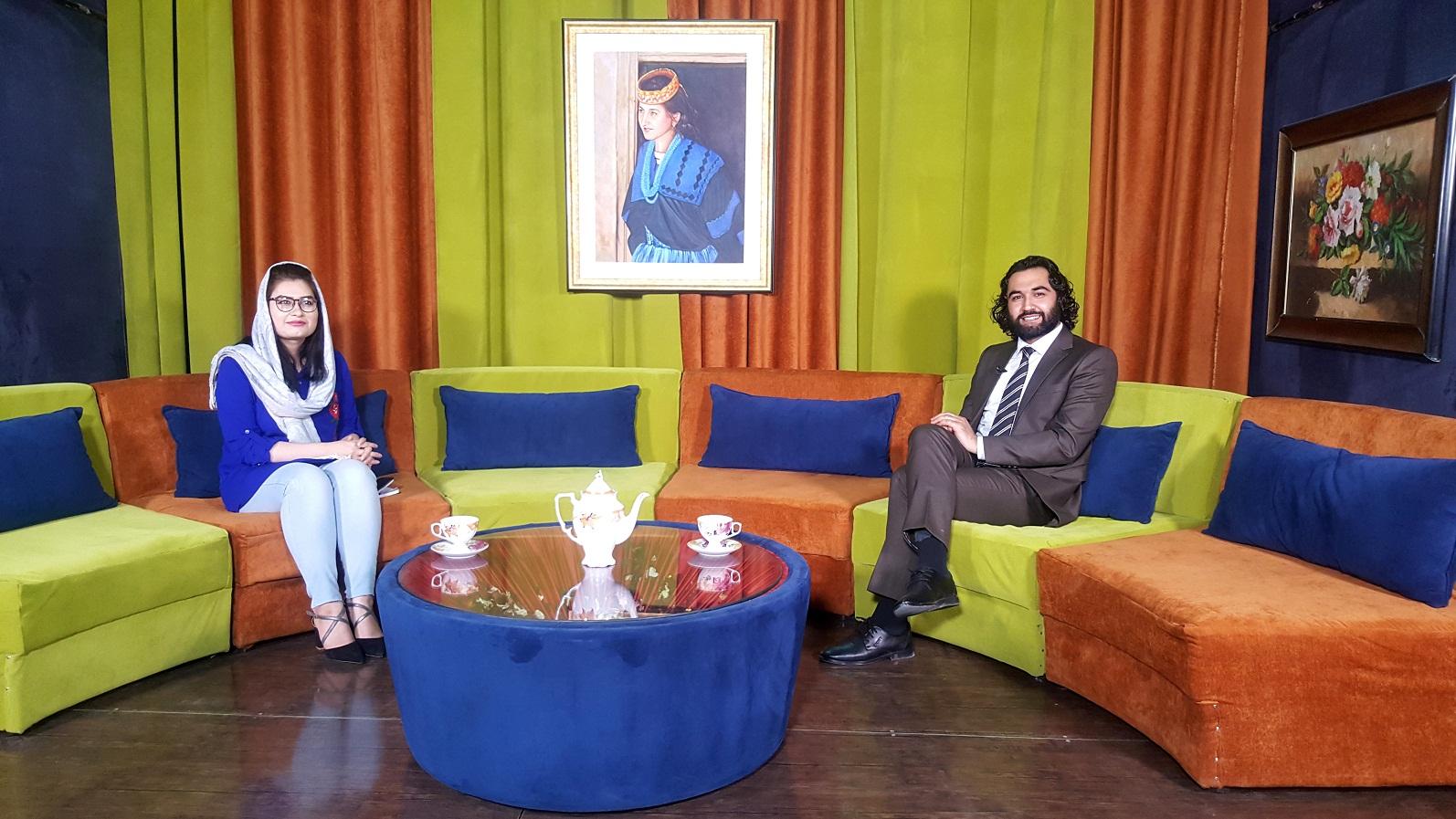 تصاویر از جریان مصاحبه  و شعر خوانی احمد محمود امپراطور  در برنامه بامدادی بامشاد تلویزیون جهانی زن. پنجشنبه 27 سرطان 1398 خورشیدی هژدهم جولای 2019 ترسایی