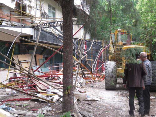 تخریب سازه غیر مجاز در حریم رودخانه زیارت گرگان
