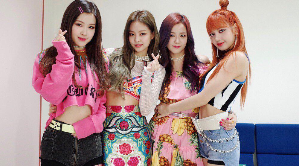 یانگ هیون سوک قسمتی از لایت استیک رسمی بلک پینک رو به نمایش گذاشت🌈
