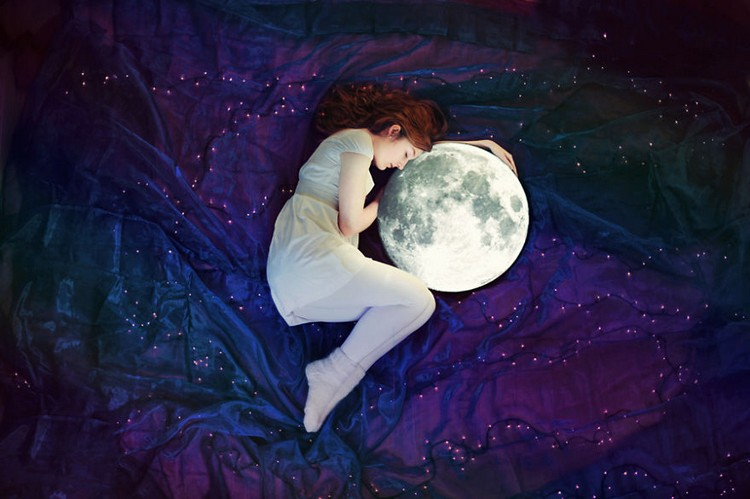http://uupload.ir/files/cf30_girl-sleeping-moon.jpg