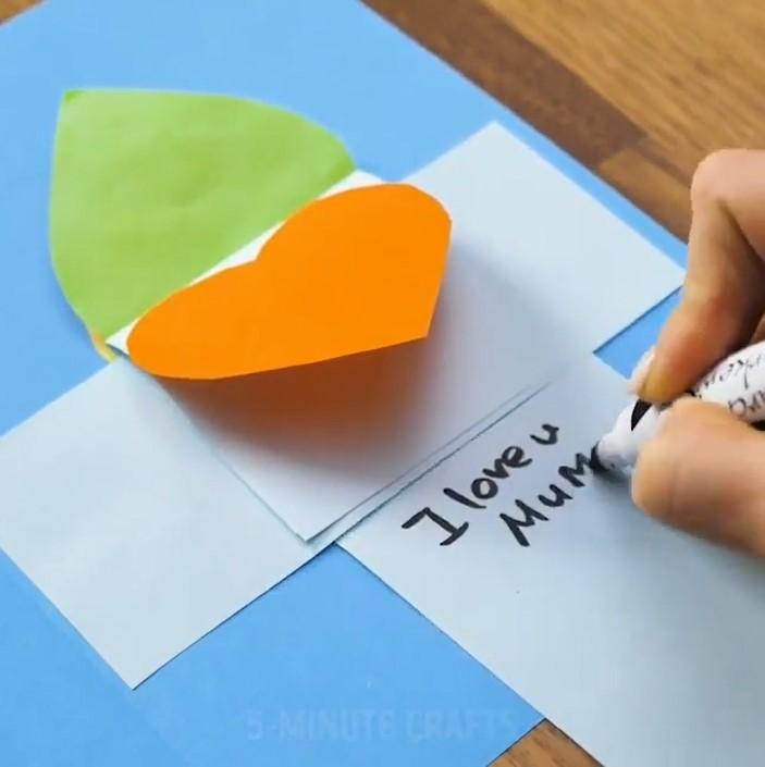 مرحله 11 ساخت هدیه قلب با کاغذ