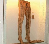 شلوار از پوست انسان