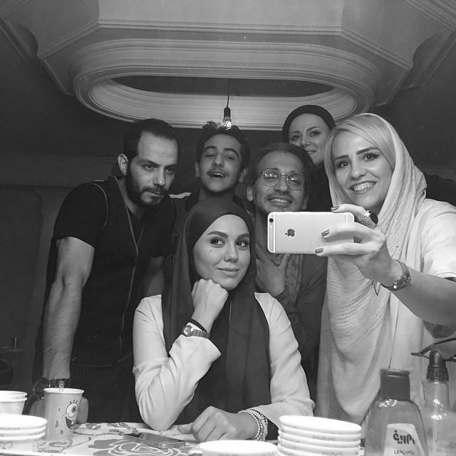 سلفی آزاده زارعی با همکاران در فیلم جدیدش