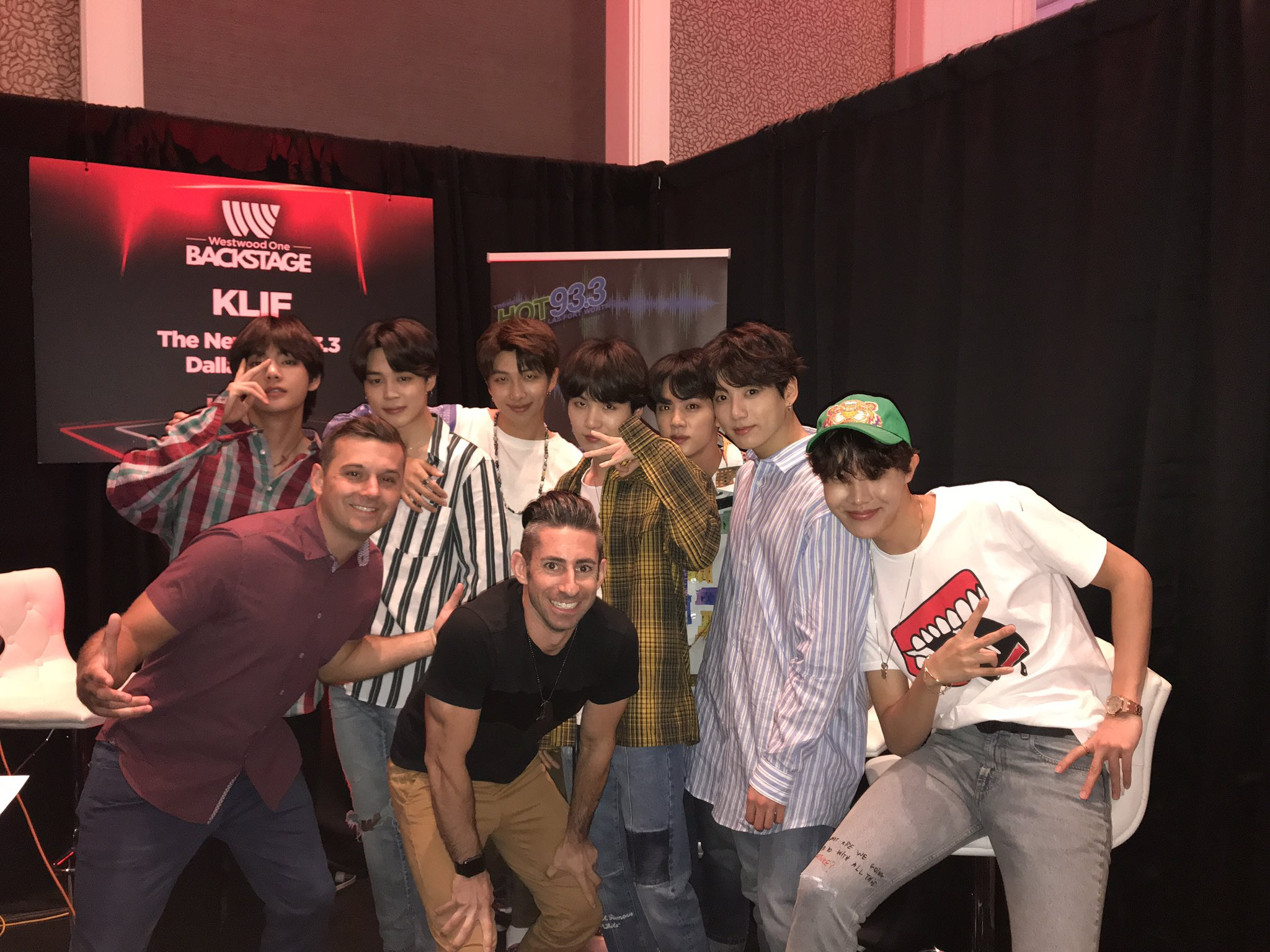 f8ma ddl5wn vmaqqkcc - [Picture/Media] BTS at 2018 BBMAs (Westwoodone Backstage) [180520]