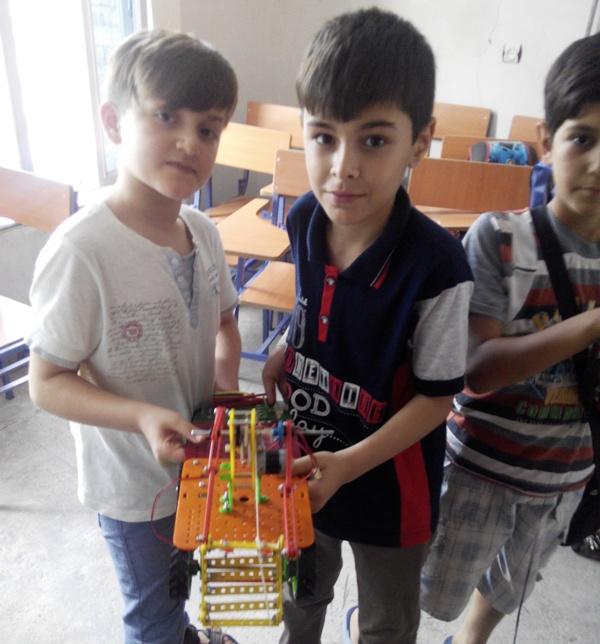 مسابقه رباتیک در آموزشگاه قلم یار