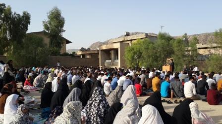 برگزاری نماز عید فطر با حضور پرشور دانش آموزان و والدین برگزار شد