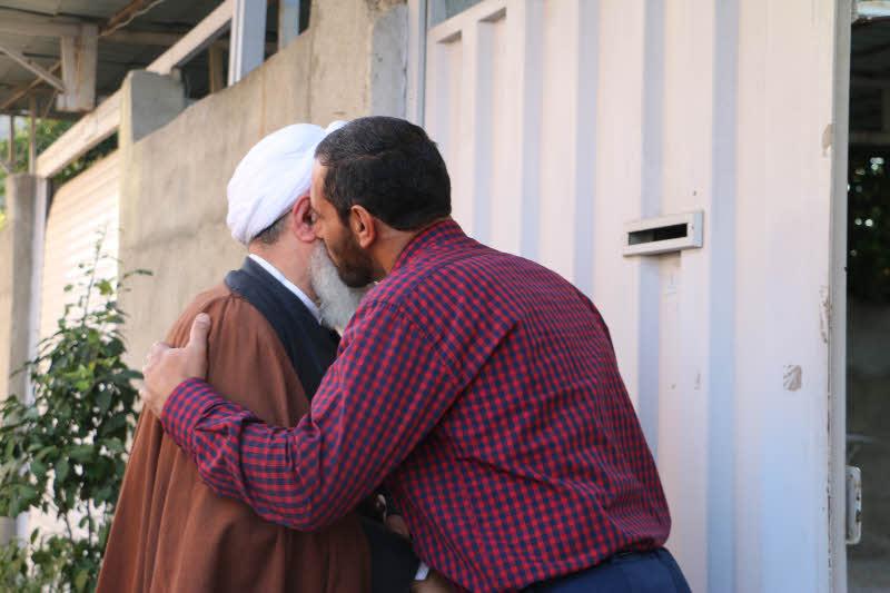 ابوالشهیدین آیت الله معلمی با حضور در منازل مدافعین حرم شهرستان قائم شهر ، با ایشان دیدار کردند + تصاویر