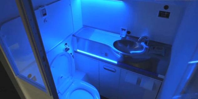 [تصویر:  i1ck_boeing_toilet5.jpg]