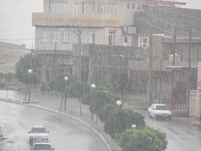 بارش-شدید-باران-در-ملکشاهی-کلیه-مسیرهای-ارتباطی-بازهستند-بسیج-نیروهای-توزیع-برق-شهرستان