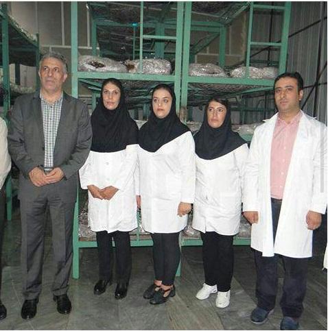 عکسی با حضور معاون آموزش مرکز آموزش شهید باکری و کارآموزان و کارشناس اروم کشاورز:مهندس توحید یاورزاده