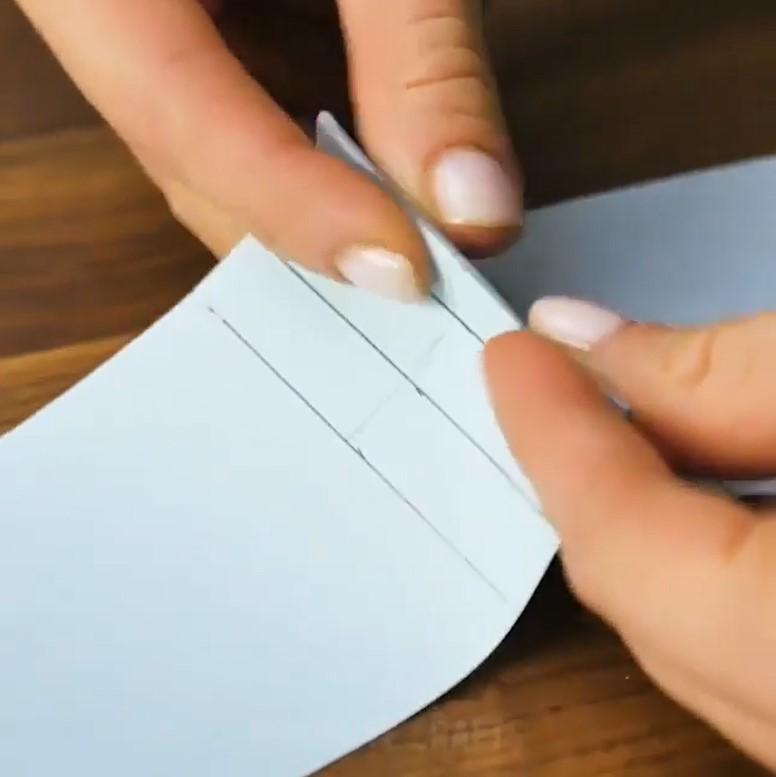 مرحله پنجم ساخت هدیه قلب با کاغذ