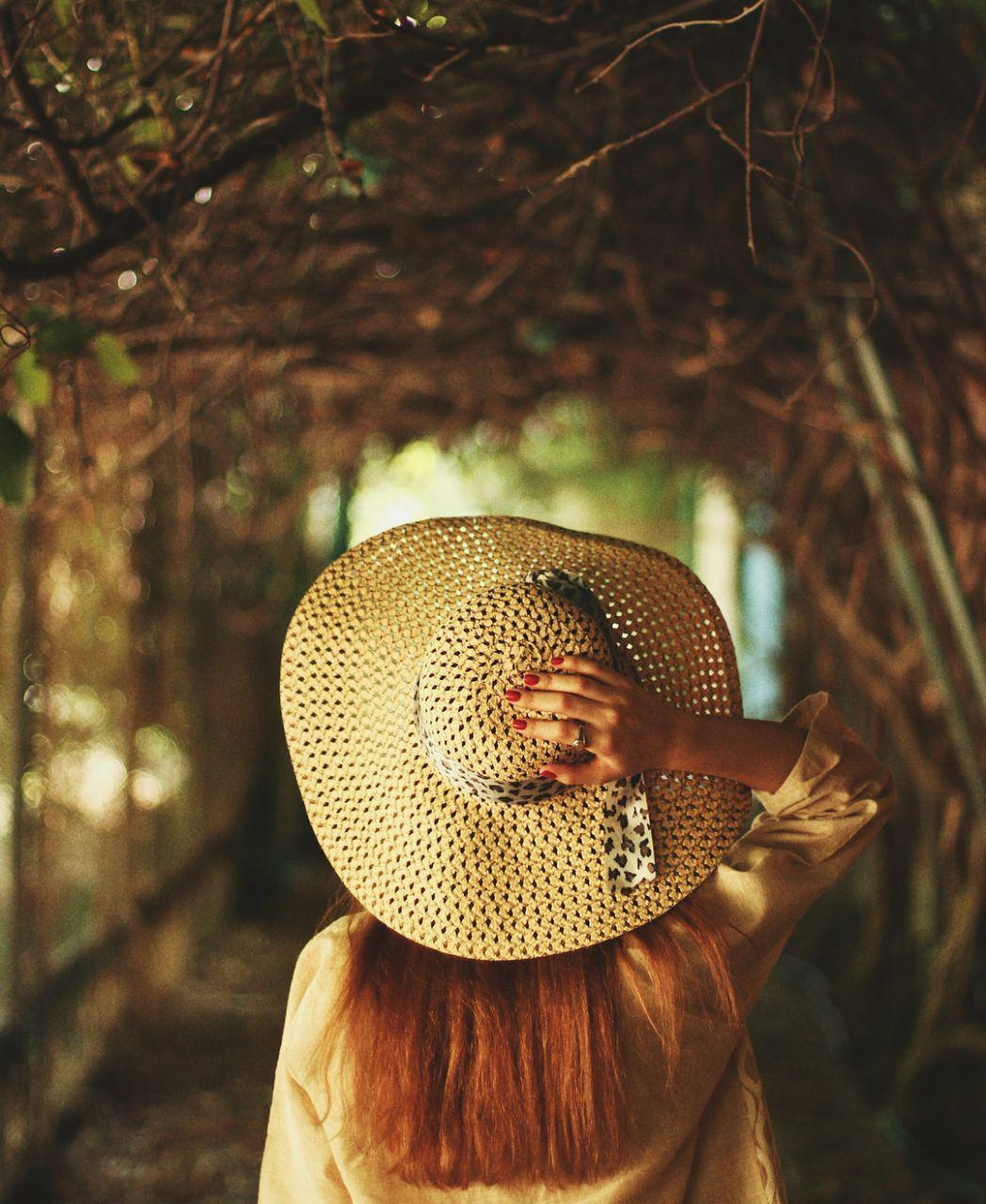 عکس زیبا از دختر با کلاه