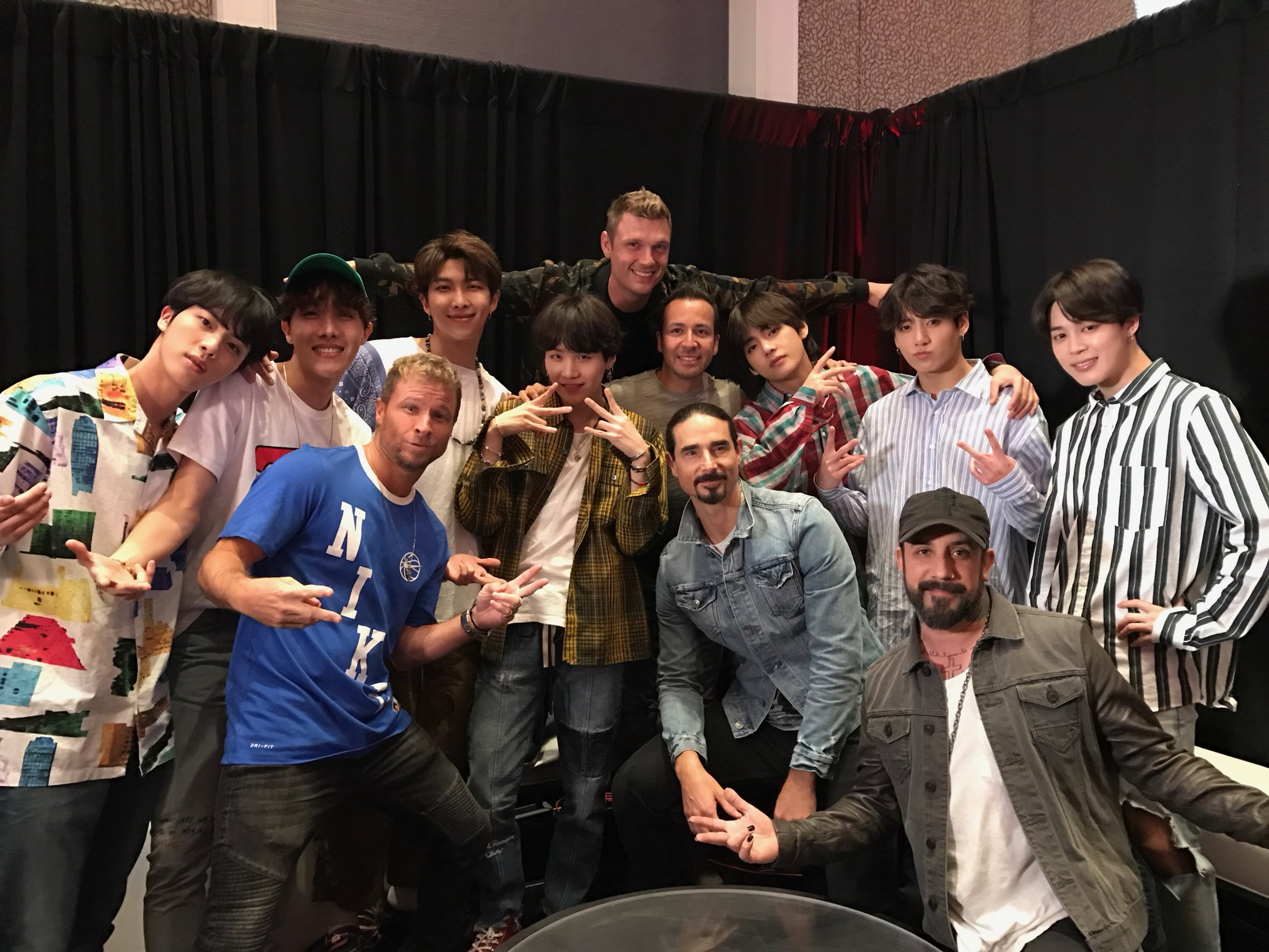 kzi ddl9fxuuqaaj4lp - [Picture/Media] BTS at 2018 BBMAs (Westwoodone Backstage) [180520]