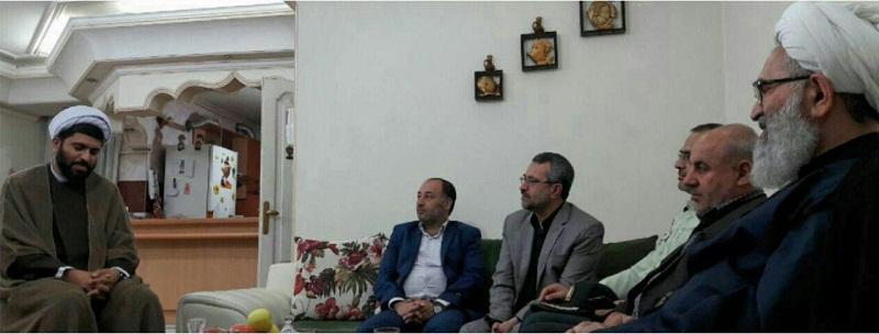 ابوالشهیدین آیت الله معلمی با حضور در بیت شهیدحجت الاسلام ولی الله سلیمانی فرد(اولین شهیدروحانی دفاع مقدس) در سمنان ، با خانواده ایشان دیدار کردند + تصاویر