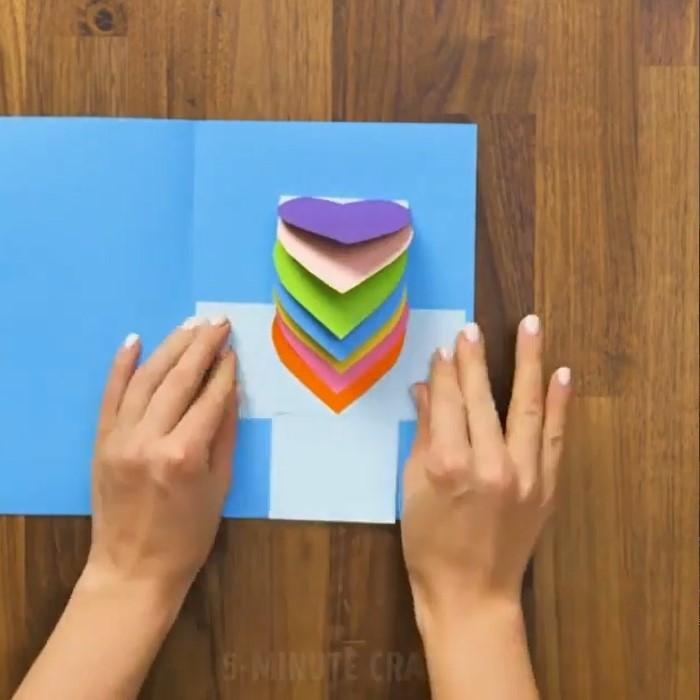 مرحله 10 ساخت هدیه قلبی با کاغذ