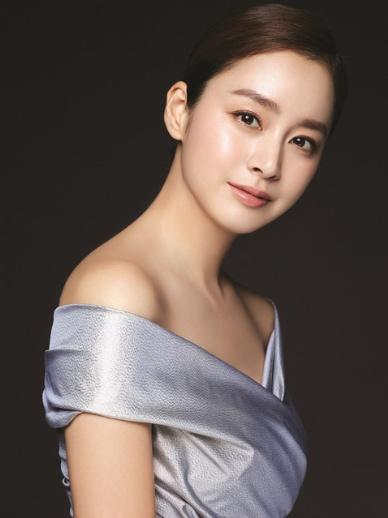 عکس های منتشر شده Kim Tae Hee برای محصولات Cell Cure.