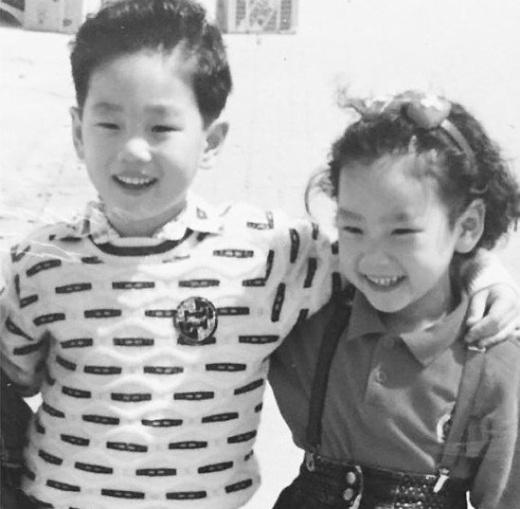 Taeyeon عکسی از خود و برادر بزرگترش به اشتراک گذاشت.