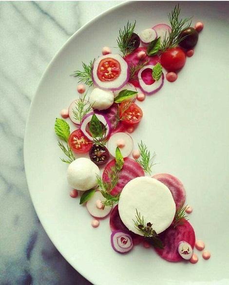 [تصویر: تزیین سبزیجات دورچین غذا]