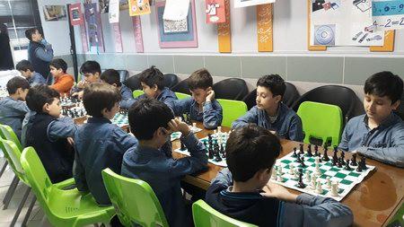 مسابقه شطرنج  به  مناسبت  ماه  مبارک رمضان در مدرسه  ایرانیان