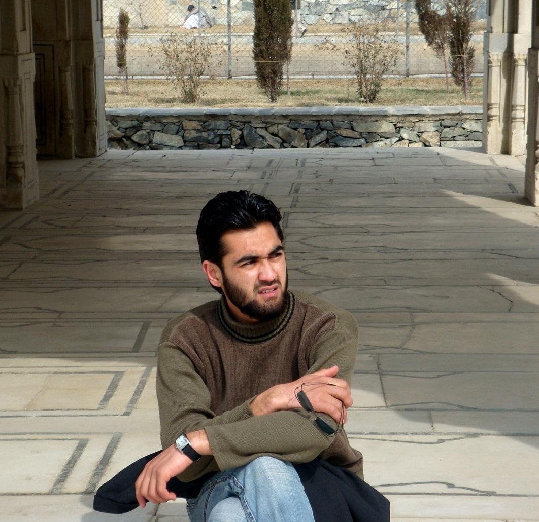 تصویر احمد محمود امپراطور شاعر جوان و خوش سیما با ریش