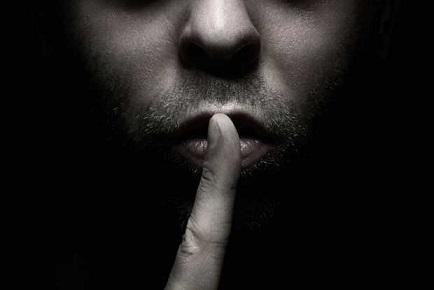 [تصویر:  q1e_man_with_finger_in_front_of_mouth2.jpg]
