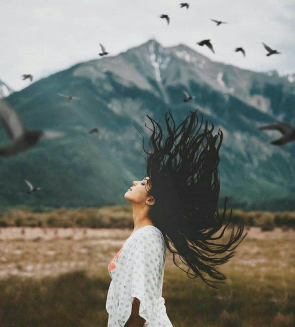 عکس دختر با موهای پریشان