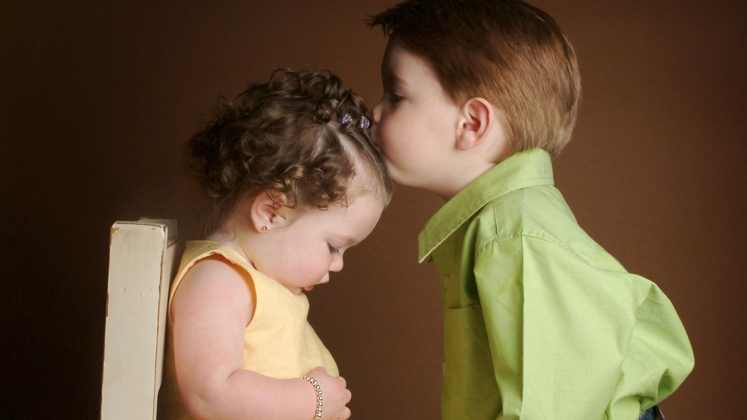 http://uupload.ir/files/qqoq_sweet-baby-kissing-hd-wallpapers.jpg