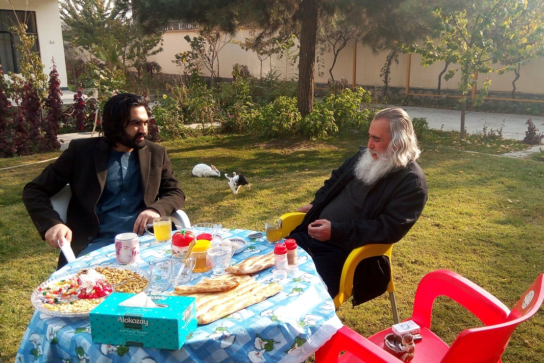 احمد محمود امپراطور با نویسندگان و شاعران فارسی دری زبان  AHMAD Mhmood Imperator کابل افغانستان