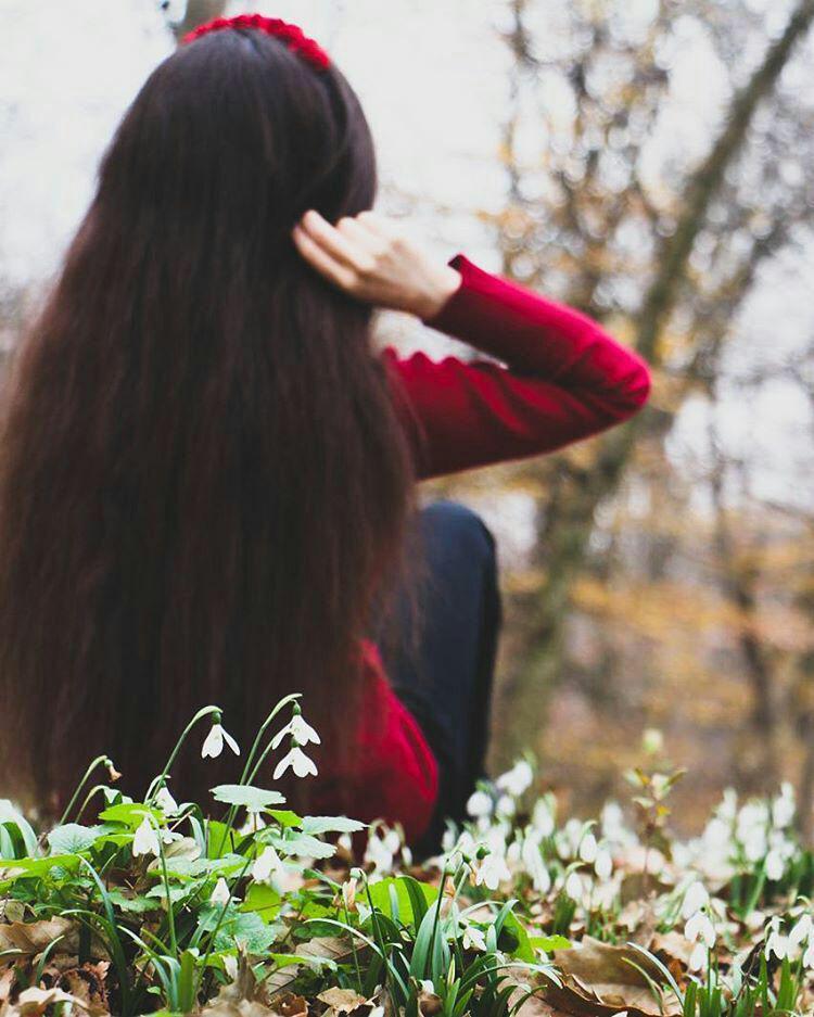 عکس زیبا از دختر با موهای بلند مشکی