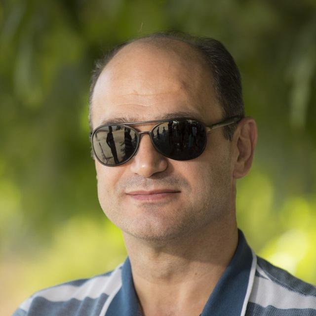 دکتر محمدرضا نامدار  متخصص روانکاوی و روانپزشکی
