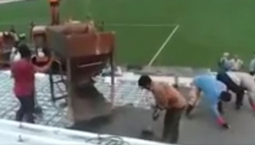 ویدیو ارسالی؛ بتنریزی سکوهای ورزشگاه وطنی از نمایی نزدیک