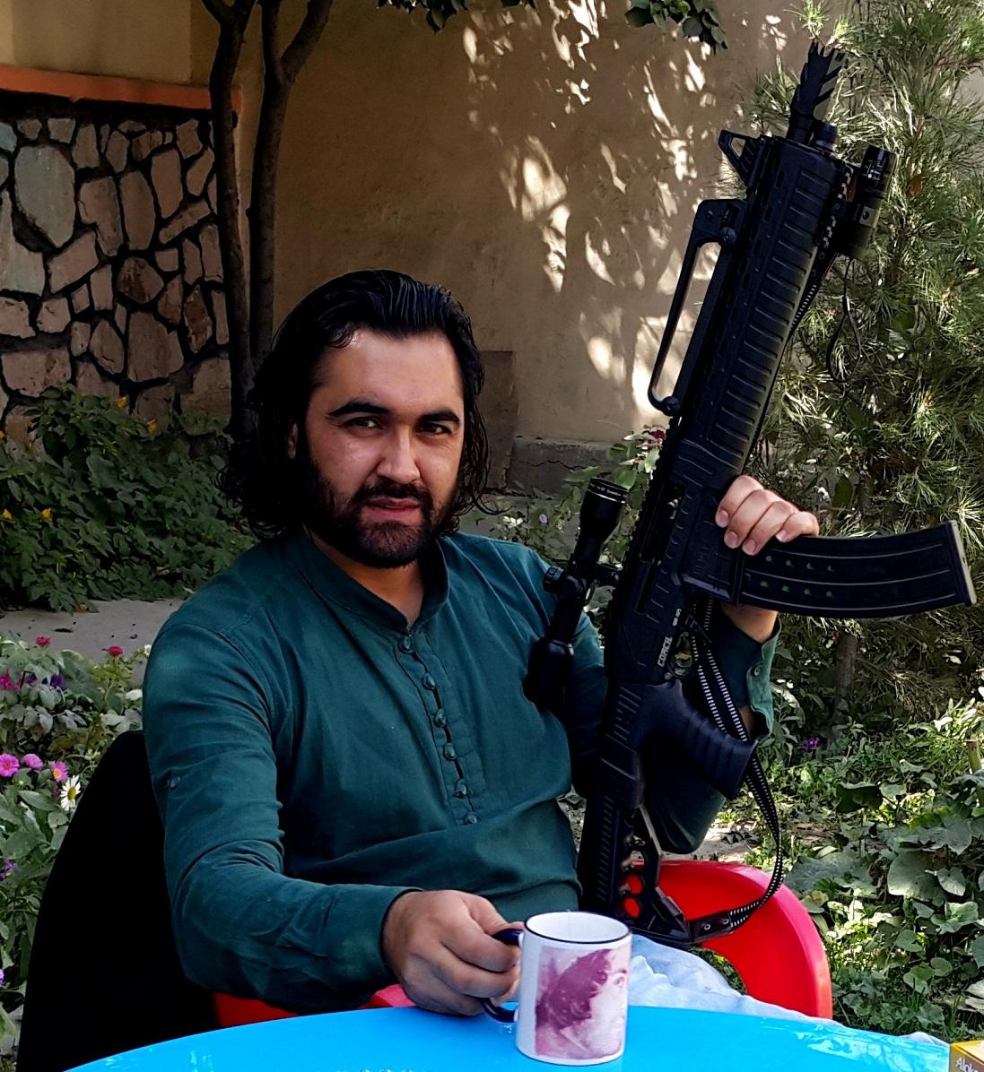 تصاویر احمد محمود امپراطور با اسلحه