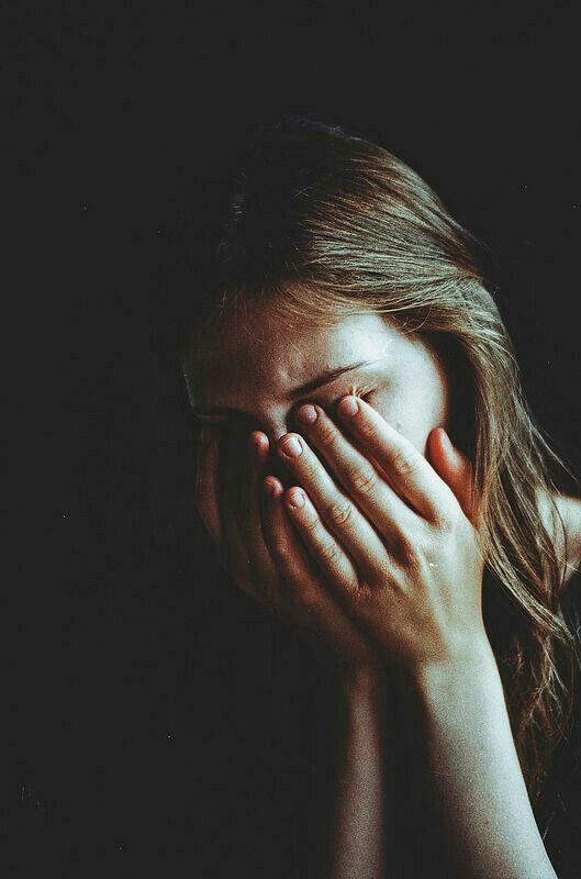 عکس گریه دختر-دختر درحال گریه-گریه کردن دختر-پروفایل گریه دختر-گریه کردن دختر-عکس دختر احساسی