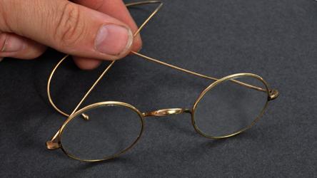 http://uupload.ir/files/usj6_http_cdn.cnn_.com_cnnnext_dam_assets_200809082758-01-gandhi-glasses-intl-scli-gbr.jpg