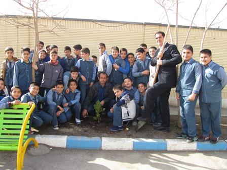 روز درختکاری دبستان دکتر حسابی 2 شاهین شهر -اسفند ماه -1396